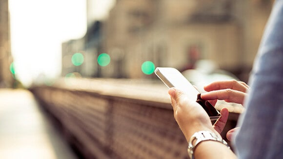 cellphone-on-street